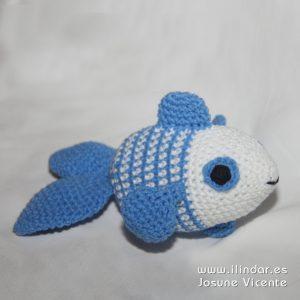 Pez azul y blanco (del móvil bebe mar)