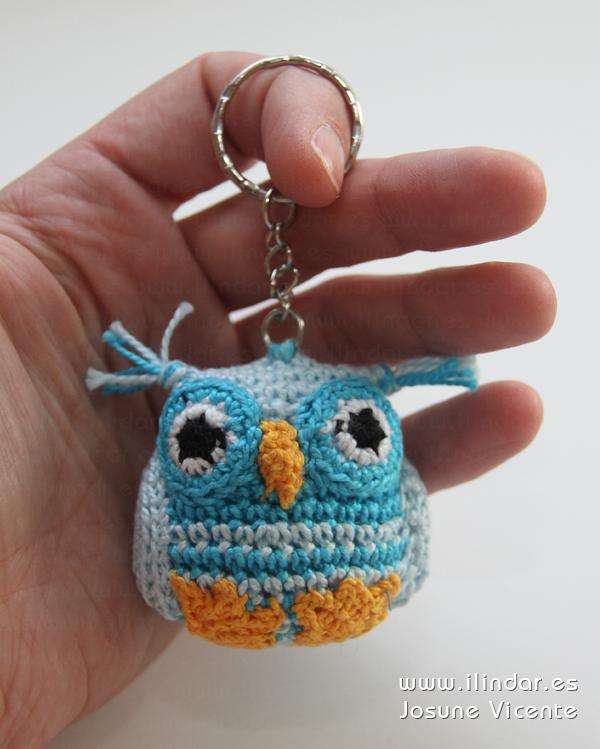 Llavero búho azul crochet