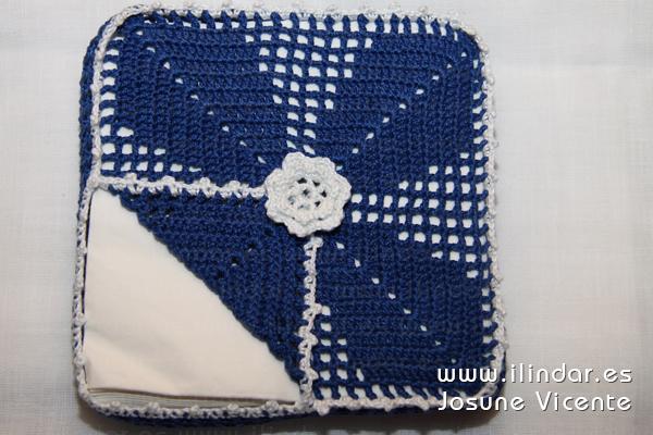 Servilletero azul en crochet