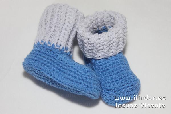 patucos / botitas azul y gris en crochet para bebé