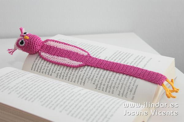 Marcapáginas búho rosa crochet