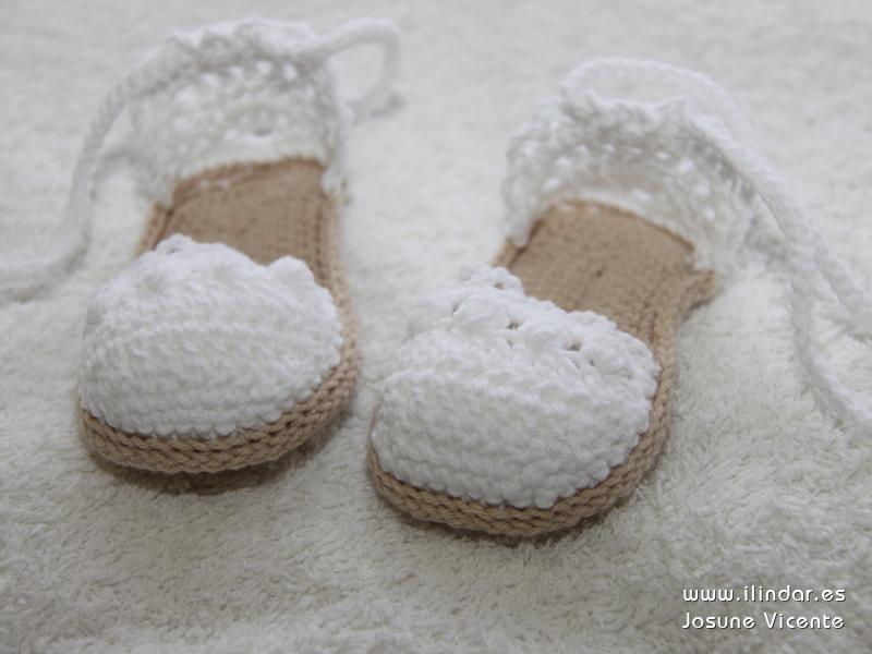 Sandalias / alpargatas de bebé en crochet.