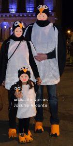 Disfrazados de pingüinos.